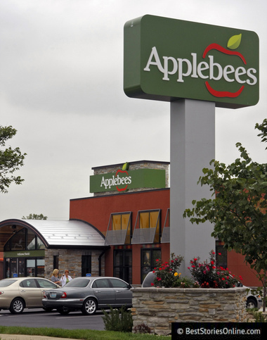 The Miami Applebee's Bonndersman attempted to burn down for refusing his refund request.